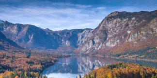 Il lago di Bohinj in autunno